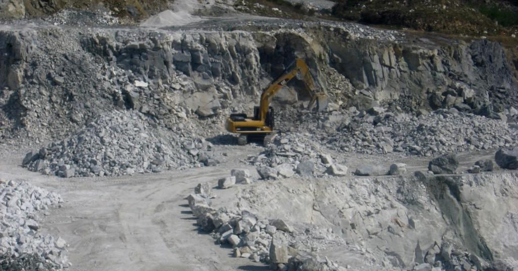 Figure 20.16 Triassic Quatsino Formation limestone being quarried on Texada Island, B.C. [SE]